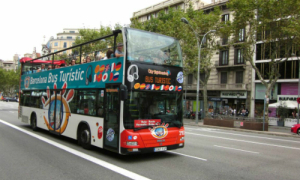 Du khách trộm xe buýt và tẩu thoát trong tích tắc