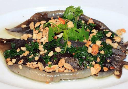 Cá lồi xối mỡ hành ở Phan Thiết - VnExpress Du lịch