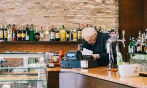 Quán bar làm thay đổi cả một con phố ở Milan