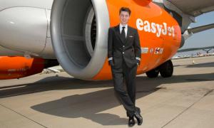 Chàng trai 19 tuổi trở thành phi công trẻ nhất nước Anh
