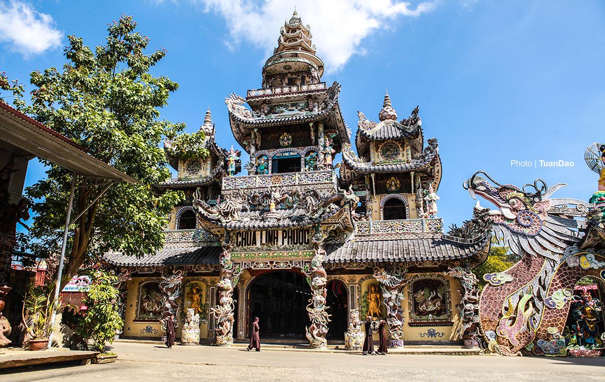 Chùa 've chai' nắm giữ nhiều kỷ lục ở Đà Lạt - VnExpress Du lịch