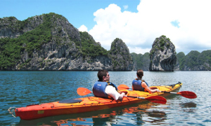 Lữ hành bức xúc vì kayak bị dừng hoạt động ở vịnh Hạ Long