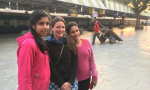 Những sự cố bất ngờ của cô gái độc hành Ấn Độ