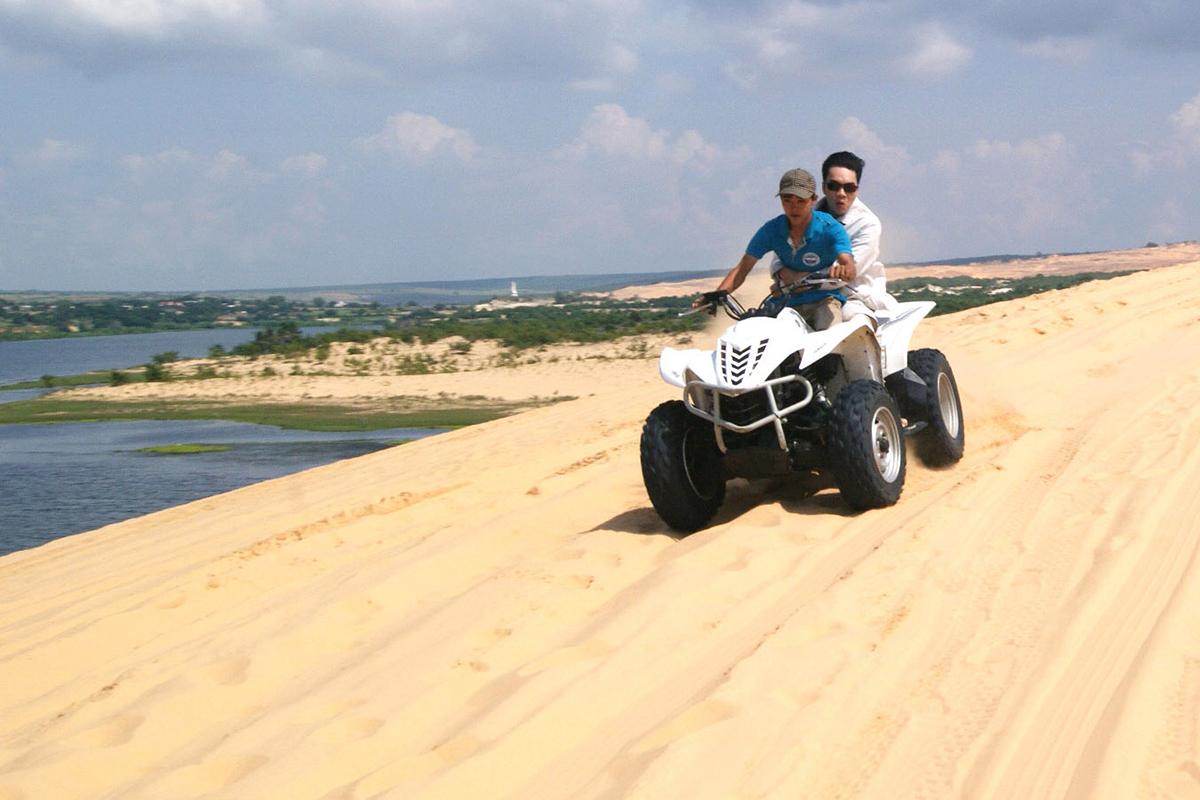 Trải nghiệm phi xe tốc độ trên đồi cát ở Bình Thuận - VnExpress Du ...