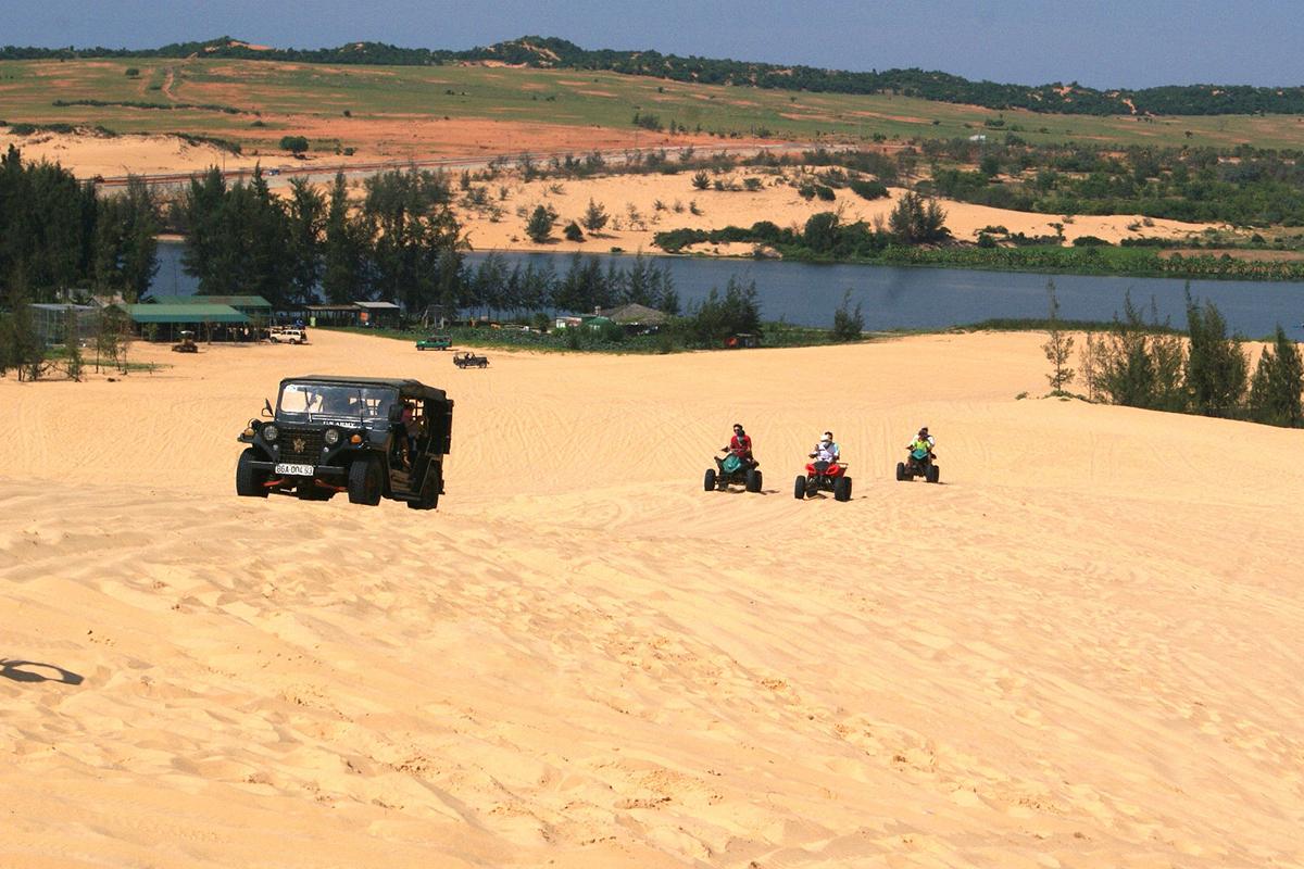 Trải nghiệm phi xe tốc độ trên đồi cát ở Bình Thuận - VnExpress Du lịch