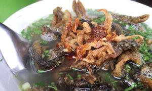 Chủ hàng Hà Nội đổ hàng chục nồi nước dùng để có món miến lươn ngon