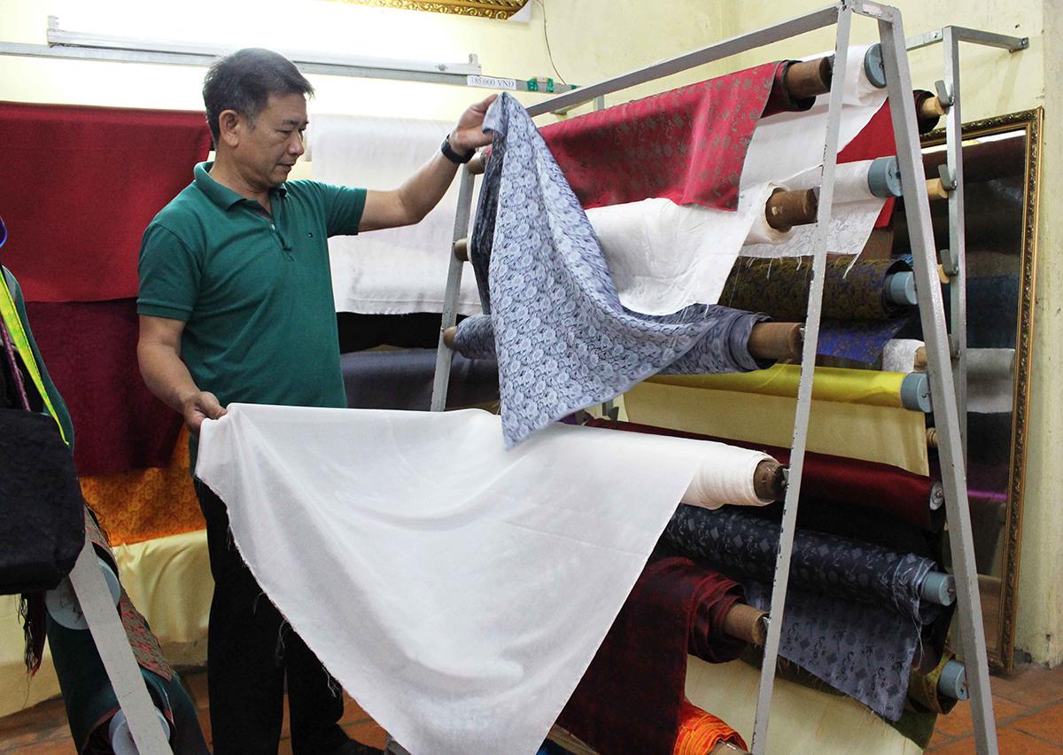 Xưởng ươm tơ dệt lụa hút khách tham quan ở Đà Lạt - VnExpress Du lịch