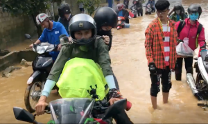 Hàng nghìn du khách vượt mưa lũ về Mộc Châu đón Tết Độc Lập