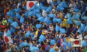 Vì sao CĐV Nhật đem túi nylon đi cổ vũ đội nhà tại Asian Cup?