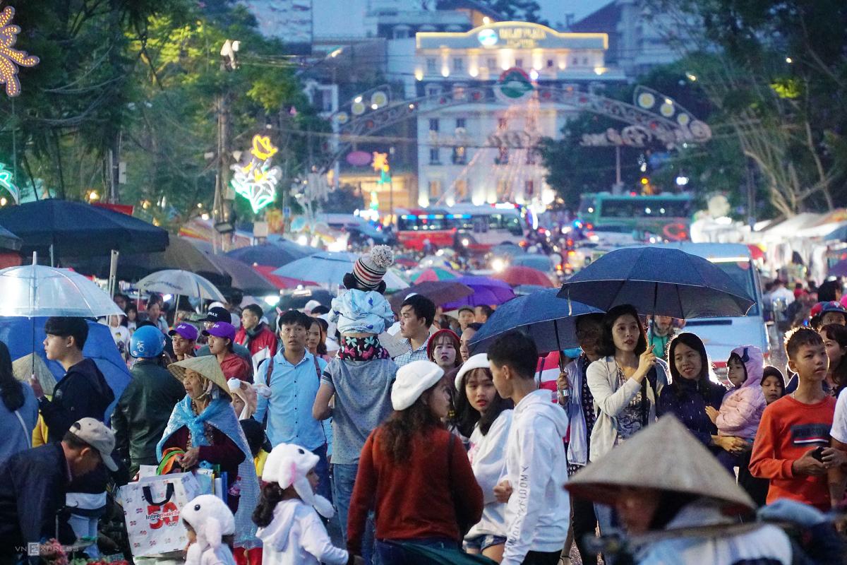 Suy ngẫm từ chuyện người Việt 'hành xác' vào kỳ nghỉ lễ