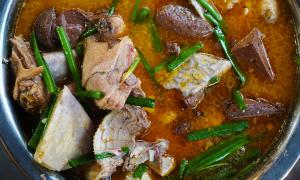 Quán vịt nấu chao đón khách nườm nượp ở xứ Tây Đô