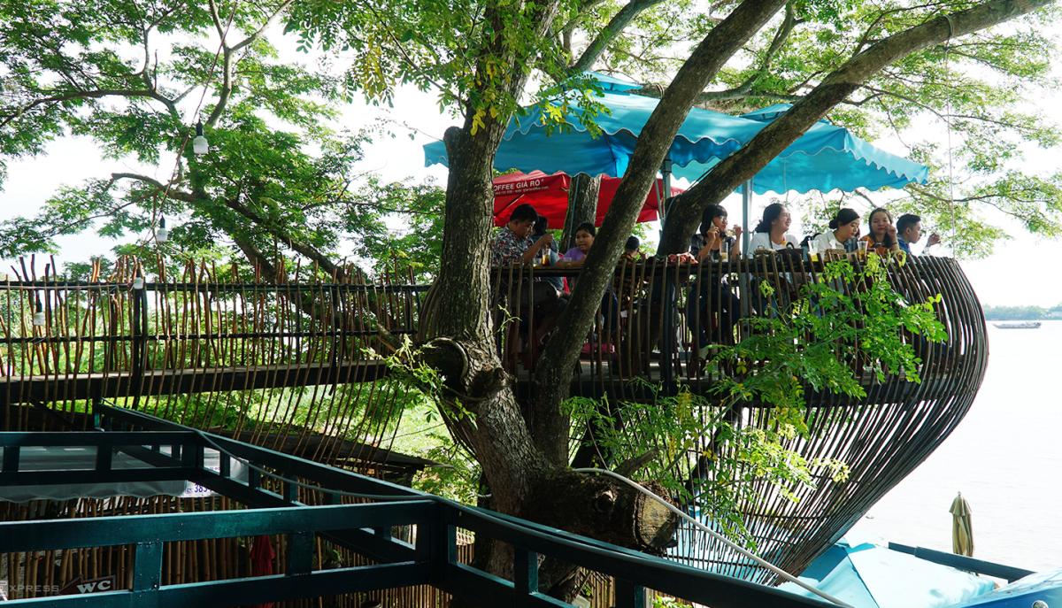 Quán cà phê cho khách ngồi trên cây ở Cần Thơ - VnExpress Du lịch