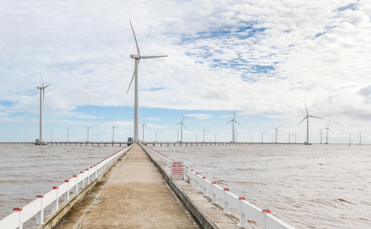 Cánh đồng điện gió trên biển duy nhất của Việt Nam - VnExpress Du lịch