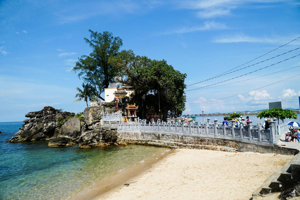 Dinh Cậu hơn 300 năm tuổi ở Phú Quốc - VnExpress Du lịch