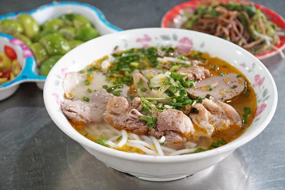 Quán bún bò ngon Sài Gòn thơm ngon