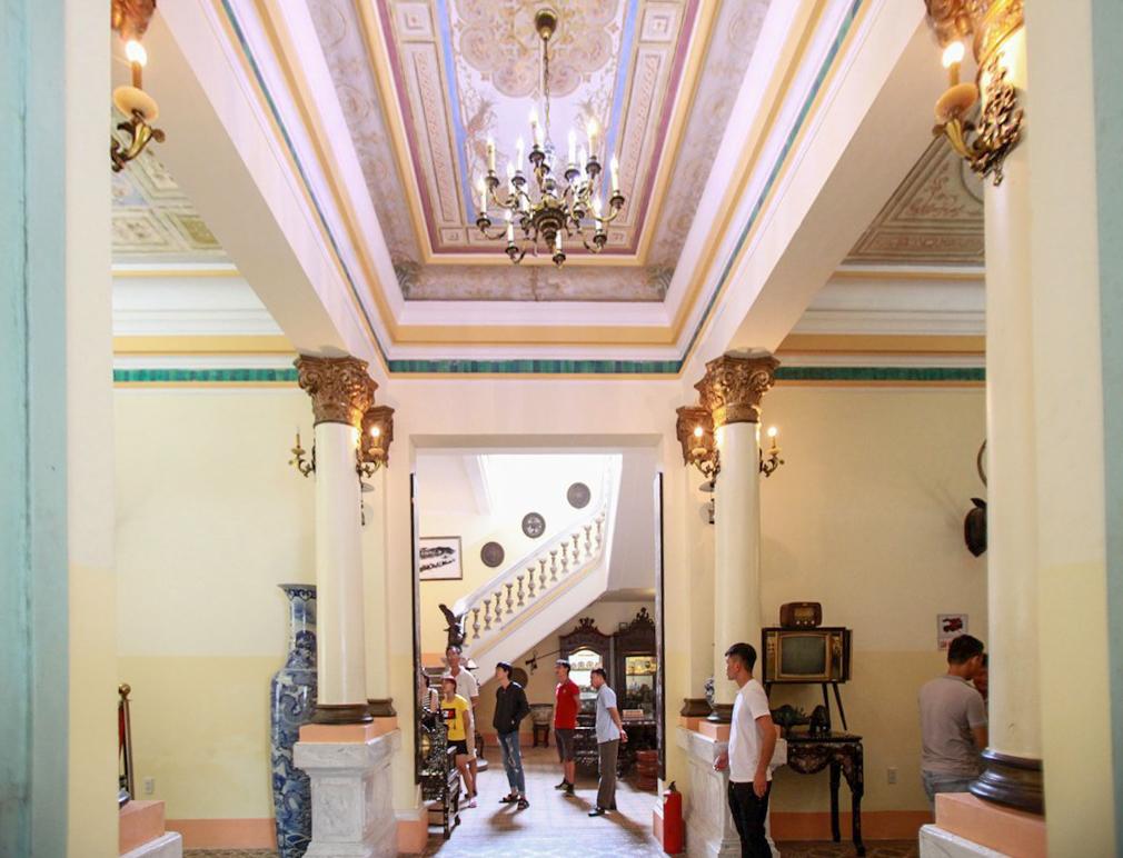 Bên trong ngôi nhà 100 tuổi của công tử Bạc Liêu - VnExpress Du lịch