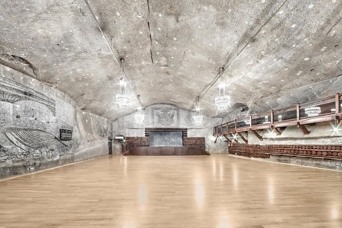 1920px-sala-warszawa-komora-imprezy-kopalnia-soli-wieliczka-1-1591180004