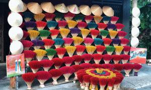 Người 'tô màu' cho làng hương Thủy Xuân