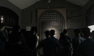 Ban đêm trong nhà tù Hỏa Lò