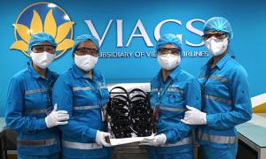 Vietnam Airlines khử khuẩn tai nghe bằng tia cực tím