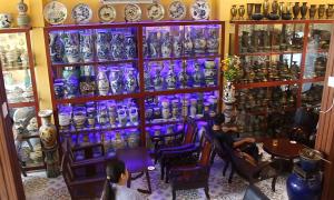 Quán cà phê có hàng nghìn cổ vật