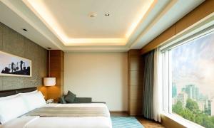 Gần sân bay Tân Sơn Nhất có khách sạn 5 sao nào?