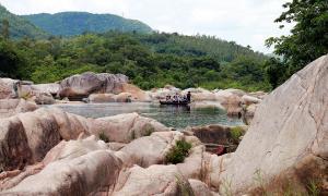 Dòng sông như trôi về thời tiền sử