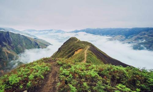Núi non hùng vỹ trên đỉnh Tà Xùa