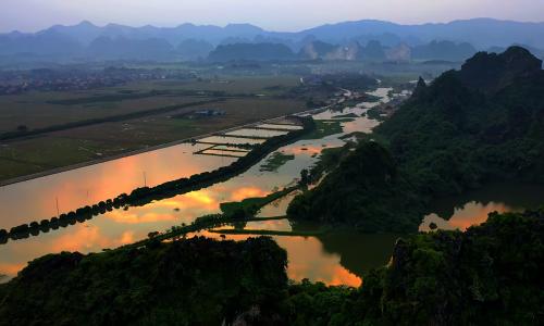 Hoàng hôn trên hồ Quan Sơn