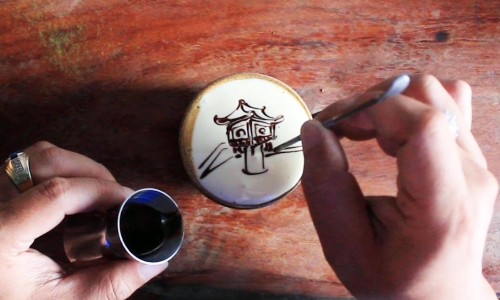Nghệ thuật vẽ tranh trên tách cà phê trứng