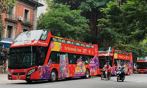 Dạo quanh Hà Nội trên xe buýt 2 tầng