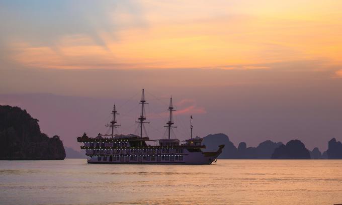 Ngủ đêm trên vịnh Bái Tử Long