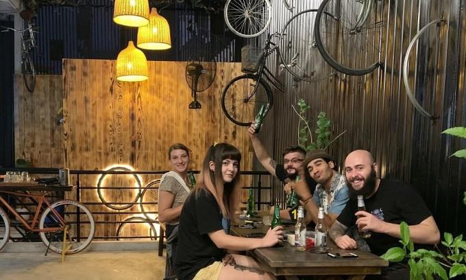 Quán cà phê cho người mê xe đạp ở Sài Gòn