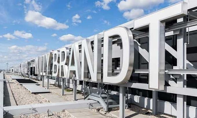 Sân bay 'dính lời nguyền' cuối cùng đã mở cửa