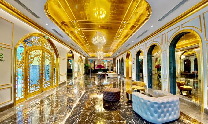 Khách sạn dát vàng ra mắt gói nghỉ dưỡng hai người