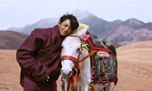 Vùng núi nườm nượp khách nhờ anh chăn bò đẹp trai
