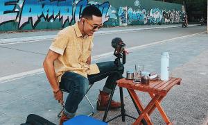 Hái ra tiền nhờ pha cà phê online cho khách Tây