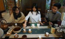 Du khách thưởng trà, ẩm thực chay Đài Loan