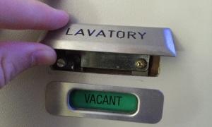 8 chi tiết quan trọng khách ít để ý trên máy bay