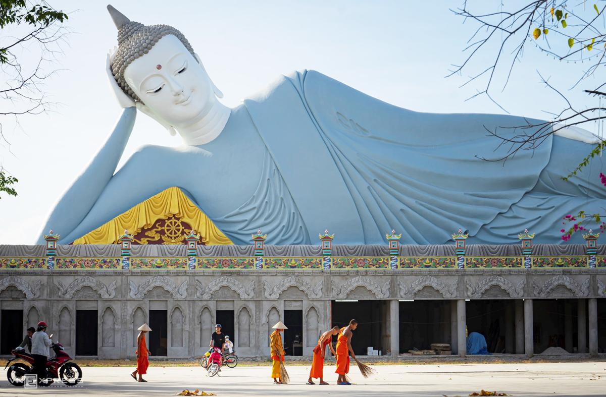 Ngày giáp Tết trong chùa có tượng Phật nằm khổng lồ