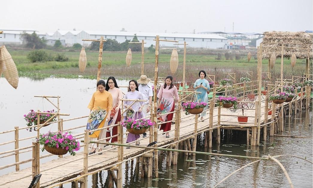 Đường hoa Home Hanoi Xuan 2021 tái hiện Tết Việt xưa