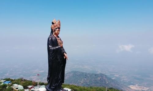 Tượng Phật Bà cao 72 m trên nóc nhà Nam Bộ