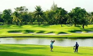 Du khách cách ly và chơi golf ở Thái Lan