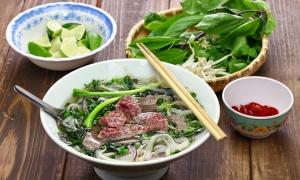 Vì sao phở Sài Gòn ăn kèm rau sống?
