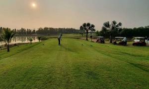 Sân golf phục vụ khách cách ly 'như vua'