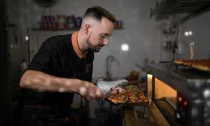 Đầu bếp Italy ngạc nhiên vì người Việt ăn pizza với tương cà