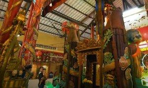 Ngôi chùa có đèn cầy khổng lồ đốt 80 năm mới hết