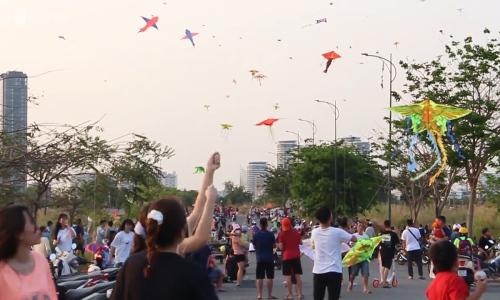 Cánh đồng diều nhộn nhịp ven sông Sài Gòn
