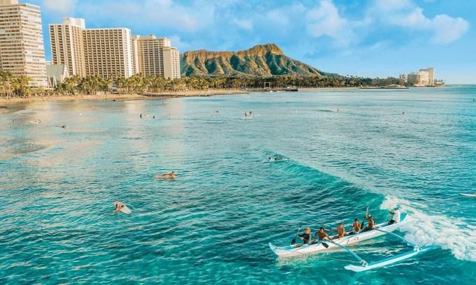 Hàng chục nghìn du khách đổ về Hawaii