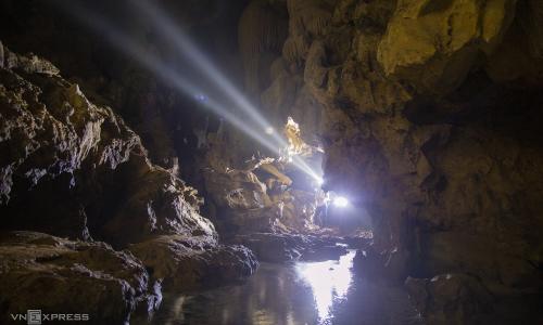 Suối ngầm trong hang mới được phát hiện